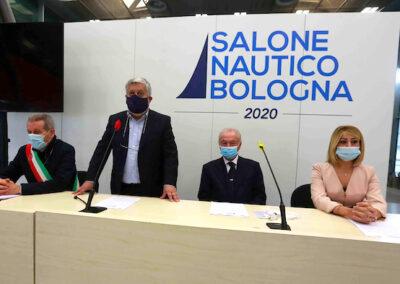 Da sx: Claudio Mazzarri (Ass. Mobilità Comune di Bologna), Gianpiero Calzolari (pres. BolognaFiere), Gennaro Amato (pres. Snidi), On. Michela Rostan (V.Pres. Commissione Affari Sociali camera dei Deputati)